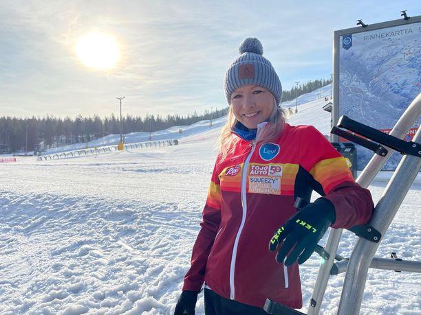 Riitta-Liisa Roponen harjoittelee keväisin ja kesäisin useita viikkoja Levin maisemissa. Perheellä on toinen koti siellä.