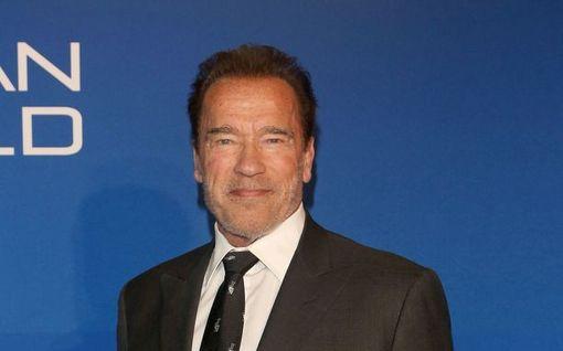Arnold Schwarzeneggerin hurja tarina takavuosilta – haavoittui kuvauksissa, tikattiin lounastauolla