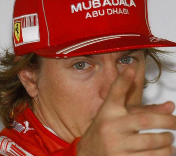 Kimin manageri Steve Robertson myönsi torstaina, että McLaren on avannut keskusteluyhteyden sopimusneuvotteluista.