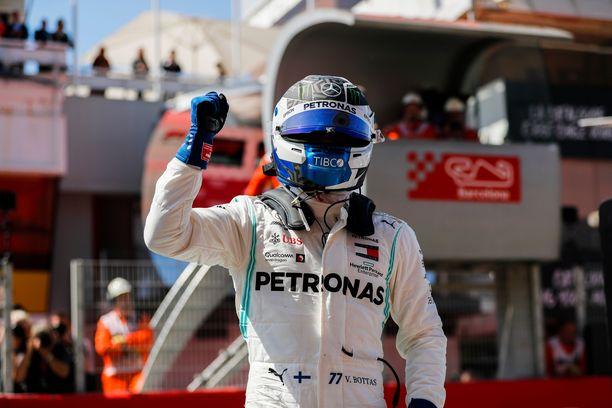 Valtteri Bottas valloitti Espanjan GP:n paalupaikan ylivoimaisen esityksen jälkeen.