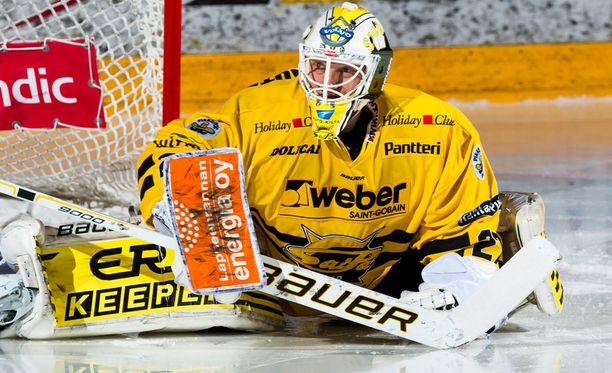Jussi Markkanen torjui Ilveksen nurin.