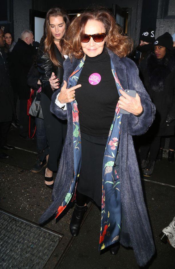 Diane von Furstenberg esitteli Planned Parenthood -rintanappiaan. Hänen kannoillaan Calvin Kleinin näytökseen asteli näyttelijä Brooke Shields.