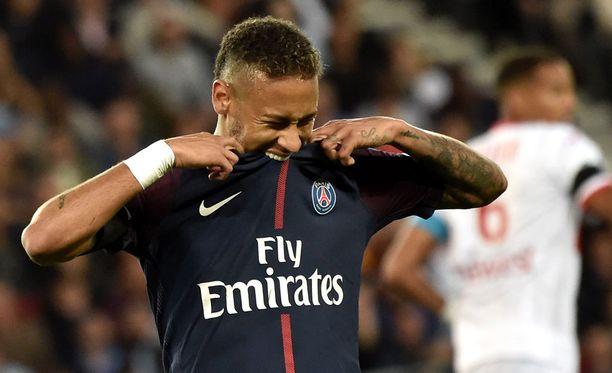 Neymar siirtyi PSG:hen maailmanennätyssummalla.