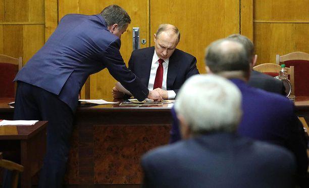Presidentti Vladimir Putin tapasi 3.4. FSB:n johtoa hätäkokouksessa Pietarissa. Samana päivänä kaupungin metroon tehtiin terrori-isku.