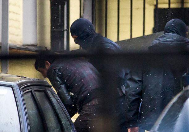 Dadajev saateltiin kovakouraisesti oikeuden eteen sunnuntaina.