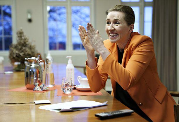 Tanskan pääministeri Mette Frederiksen pitää huolta kansalaisten sosiaalisesta koheesiosta.