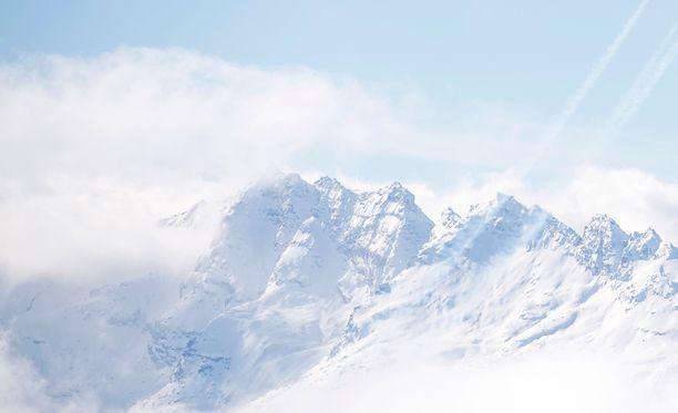 Turma tapahtui, kun poika oli isänsä kanssa hiihtämässä. Kuvituskuva.