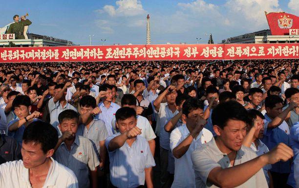 Pohjoiskorealaiset eivät saa juoda alkoholia kokoontumistensa yhteydessä.