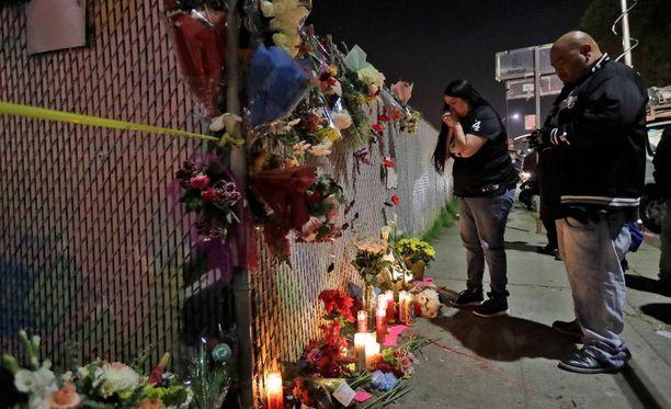 Kalifornian Oaklandissa rajussa rakennuspalossa kuolleista uhreista on tunnistettu seitsemän viranomaiset kertovat.