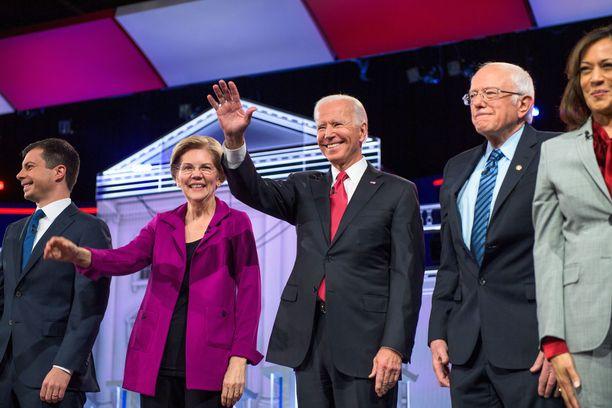 Kuvassa vasemmalta: Pete Buttigieg, Elizabeth Warren, Joe Biden, Bernie Sanders ja jo aiemmin kisasta pudonnut Kamala Harris.