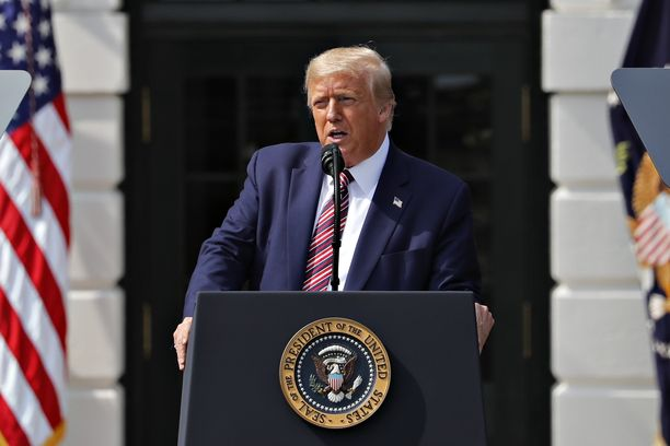 Donald Trumpin väitetään käyttäneen rasistisia herjoja.