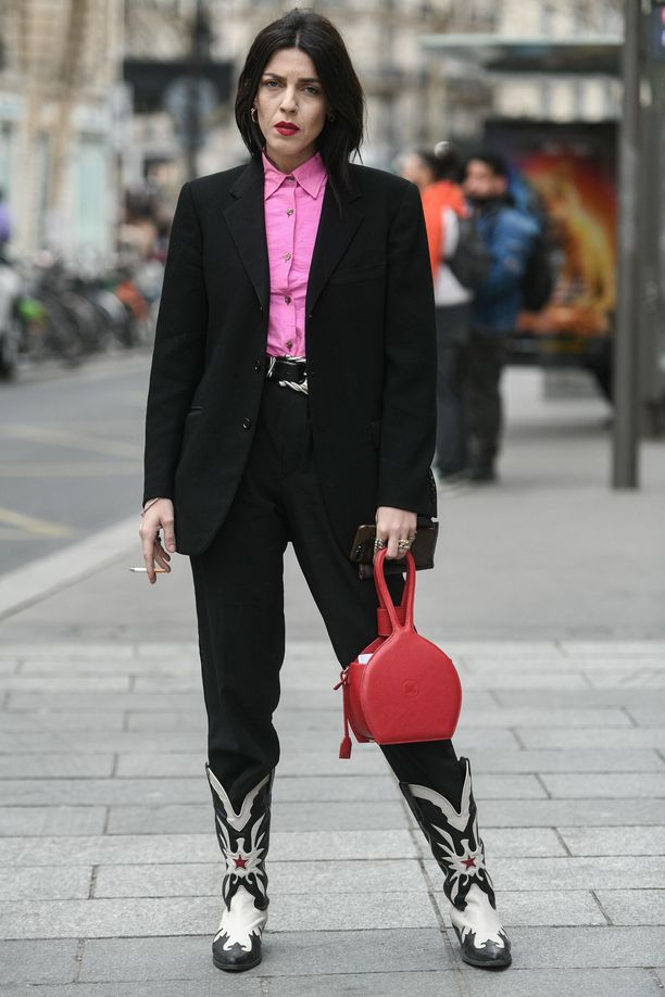 Cowboy-saappaat tuovat siistiin tyyliin asennetta.