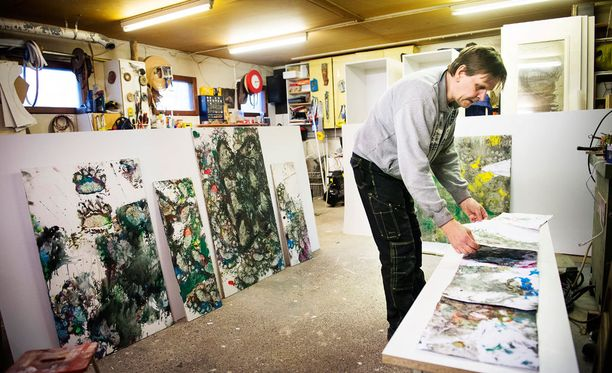 Karhunhoitaja Pasi Jäntti varastoi Juuson maalaamia teoksia.