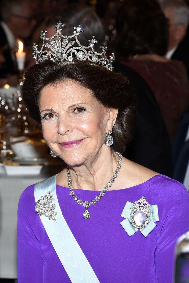 Ruotsin kuningatar Silvia pääsee nauttimaan kirkkokonsertista syntymäpäivänään.