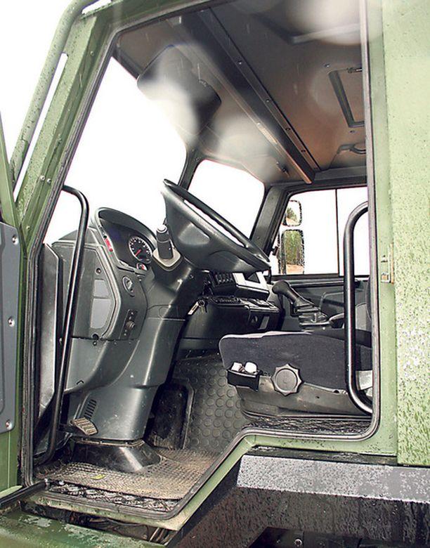 LUODIT VIUHUU Perushytti ei pysäytä edes kiväärikaliiberisten aseiden luoteja. Osa autoista varustettaneen ballistisella suojauksella.