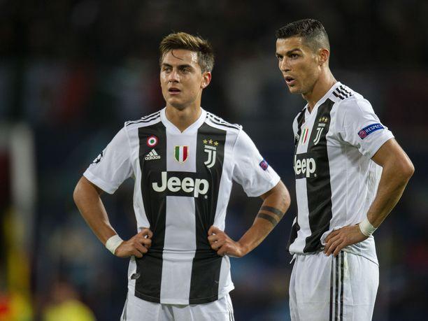 Paulo Dybala ja Cristiano Ronaldo eivät mitä ilmeisimmin mahdu samaan hyökkäykseen. Kaksikko tulee kyllä hyvin toimeen keskenään, mutta maalintekopaikkoja ei tunnu riittävän molemmille.