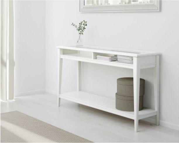 Liatorp-sivupöytä sopii minimalistiseen makuun mutta myös toisaalta maalaisromanttiseen tyyliin. Pöytä Ikea. Hinta 159,
