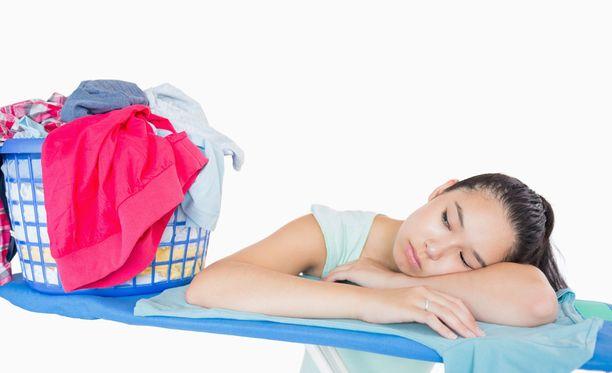 Kyllästyttääkö vaatteiden silitys? Kokeile asiantuntijan vinkkejä.