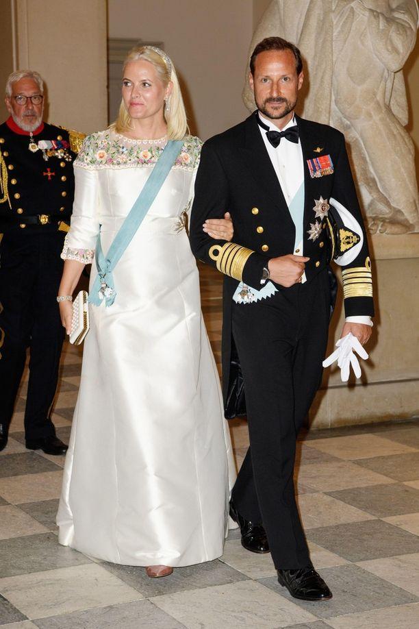 Mette-Marit ja Norjan kruununprinssi Haakon edustivat yhdessä kuninkaallisia vilisevässä gaalassa.