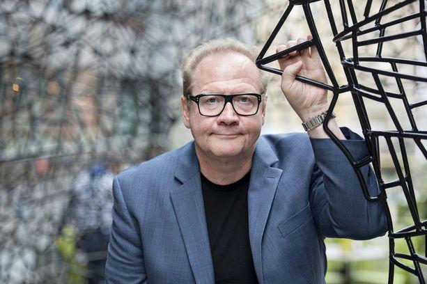 Jari Tervon nimi on tullut suomalaisille tutuksi paitsi miehen kirjojen myös terävien kommenttiensa ansiosta.