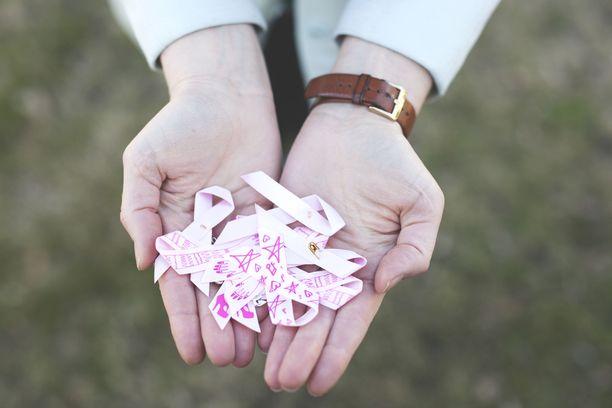 Anna Puun mukaan Roosa nauha -kampanja on tuonut paljon näkyvyyttä rintasyövälle, mutta myös muille syöville. Nyt niistä uskalletaan puhua.