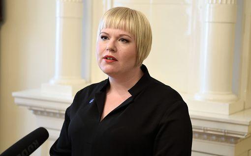 """Ministeri Saarikko jakoi kokemuksensa seksuaalisesta häirinnästä: Mies tarrautui kiinni ja latasi törkeän kommentin - """"suututti, hävetti, ahdisti"""""""