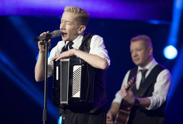 Vuonna 2012 Yölintu osallistui Syksyn sävel -kilpailuun. Vielä tuolloin Simon ja Matti Silmu (oik.) välit olivat kunnossa.