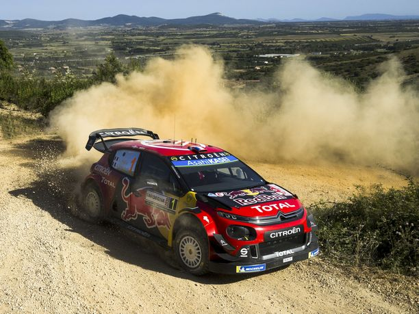 Citroënin kuusinkertainen maailmanmestari Sébastien Ogier selvitti Sardinian MM-rallin ensimmäisen erikoiskokeen metkut parhaiten.