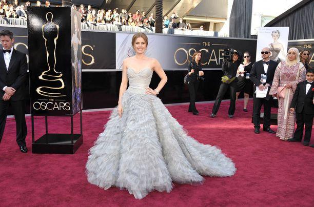 Amy Adamsin puku käänsi syystä katseita.