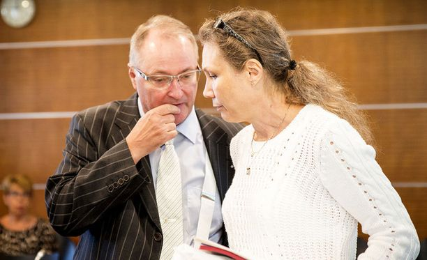 Asianajaja Juha Manner ja Anneli Auer oikeudessa syyskuussa 2014.