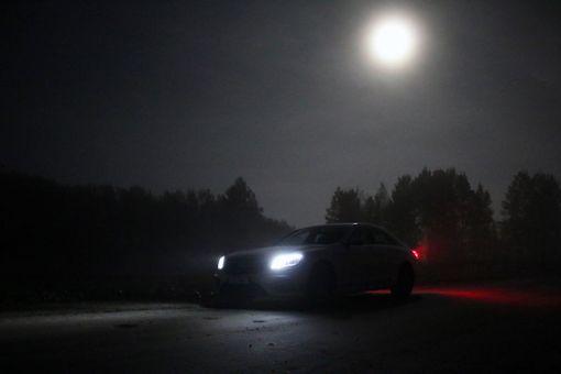 Mercedeksen ihmevalot päihittävät kuutamon.