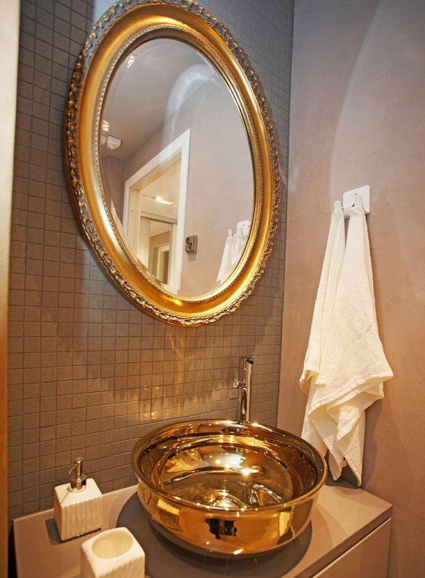KOHDE 43. Miksi kylpyhuoneen lavuaarin pitäisi olla valkoinen, jos se voi olla kultainenkin!