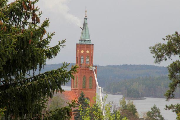 Palo vahingoitti kellotornin sisärakenteita, mutta itse kirkkorakennus ei ole kärsinyt vaurioita.