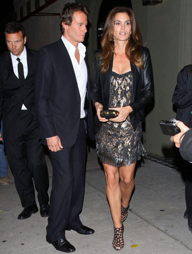 Cindy Crawford ja siippa Clooneyn juhlissa.