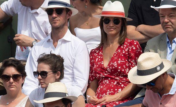 Pippa Middletonin laskettu aika on lokakuussa. Pippan vatsanseutu on jo somasti pyöristynyt.