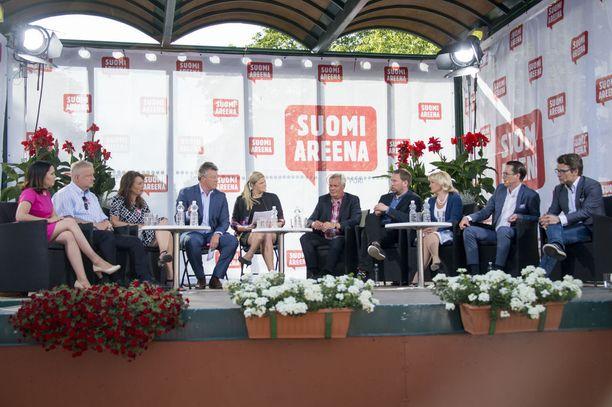 Vuosittain Suomi-areenaan osallistuu muun muassa pitkä liuta poliitikko. Heistä osa on mukana myös Minglassa.