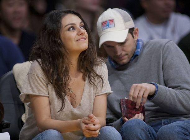 Mila Kunis ja Ashton Kutcher ovat olleet yhdessä keväästä 2012.