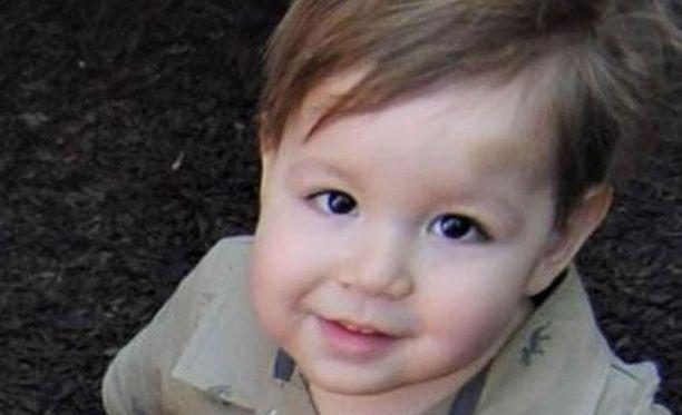 Kaksivuotias Josef Dudek kuoli toukokuussa, kun Malm-lipasto kaatui hänen päälleen. Perhe on haastanut Ikean oikeuteen.
