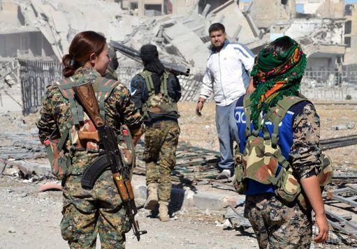 SDF, jonka taistelijoista valtaosa kuuluu kurdien taistelujoukko YPG:hen, ajoi Isisin pois niin sanotusta pääkaupungistaan lokakuun puolivälissä.