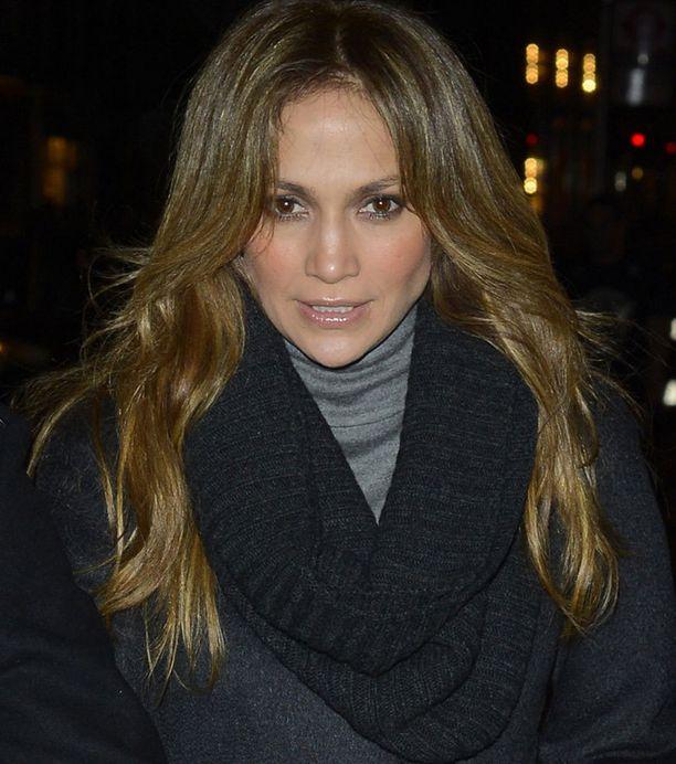 Jennifer Lopez tyrmää siivojan väitteet osallisuudestaan potkuihin.