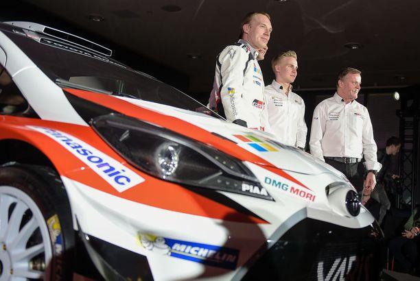 Juho Hänninen (vas.) ja Esapekka Lappi täydentävät Toyotan kuskikolmikon.