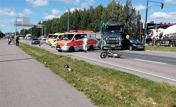 Onnettomuus sattui Konalassa Vihdintien varrella.