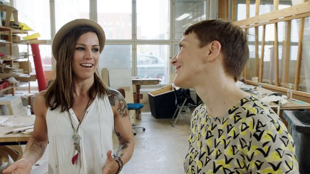 Eva Wahlström heittää Maria Veitolalle kovan vitsin.