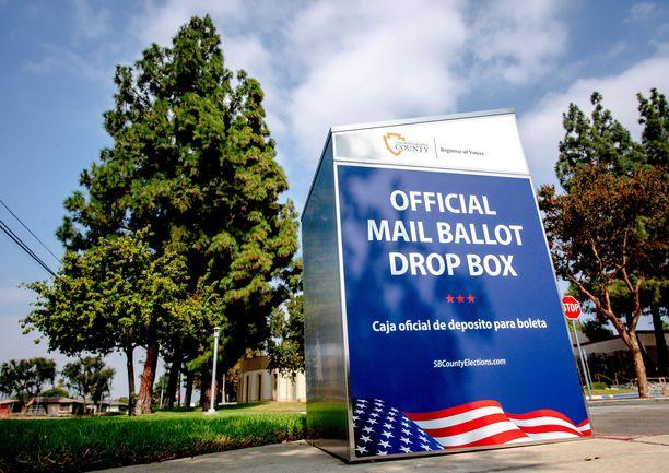 Tässä virallinen postiäänestyslaatikko Montclairissa Kaliforniassa.