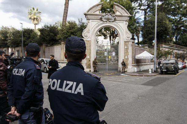 Lähetystöstä rakennustöiden yhteydessä löydetyt luut olivat Italiassa suuri uutinen.