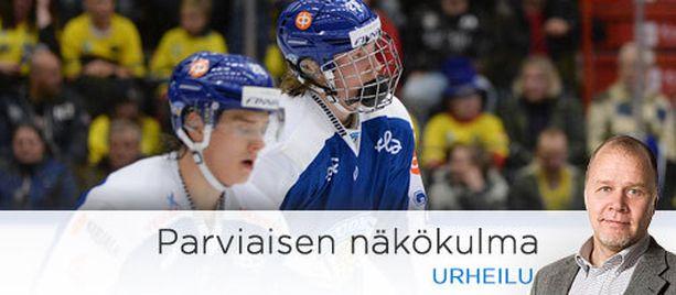 Sebastian Aho (vas.) ja Patrik Laine muodostivat Mika Niemen kanssa Leijonien vaarallisimman hyökkäysketjun.