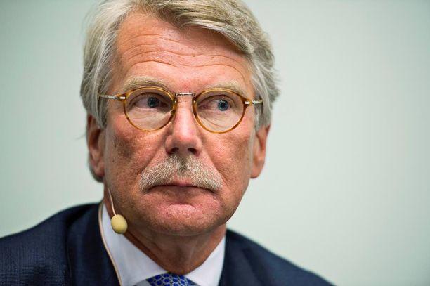 Björn Wahlroos siirsi kirjansa Ruotsiin jo 2013, mutta maksaa silti vielä tältäkin vuodelta verot Suomeen.