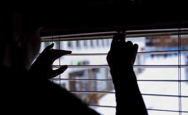 Kaikkein ahdistavimmaksi ilmapiiri koettiin Uudenmaan vaalipiirissä, jossa 77 prosenttia kertoi kokevansa ilmanpiirin vähintään hieman ahdistavaksi. EVA:n Ilkka Haavisto arvioi syyksi sen, että vaikka Uudellamaalla taloudessa menee keskimäärin hyvin, yksilöillä voi olla arjen vaikeuksia, kuten asunnon löytämisen vaikeuksia ja työstressiä, jotka vaikuttavat arvioon ilmapiirin ahdistavuudesta.
