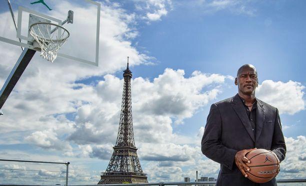 Erilaisissa mainoskampanjoissa esiintyminen on tullut Michael Jordanille tutuksi. Asianajajiensa mukaan mies tienasi vuonna 2014 pelkällä nimellään 100 miljoonaa dollaria.