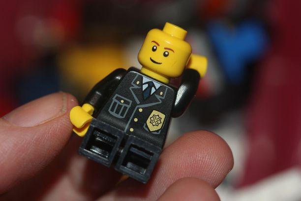 Tutkijoiden mukaan lego-ukkelin pää ei liene kaikkein vaarallisimmasta päästä suolistoon joutuessaan.